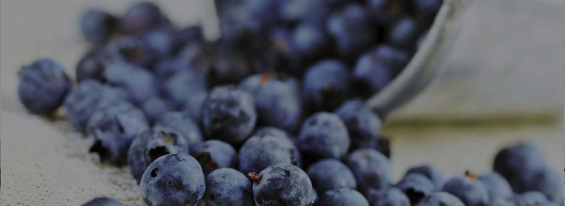 How to remove stains from blueberries: the best ways